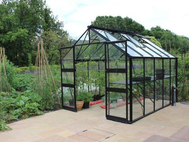 une serre de jardin installer une serre jardinage les besoins des plantes et d une serre de. Black Bedroom Furniture Sets. Home Design Ideas