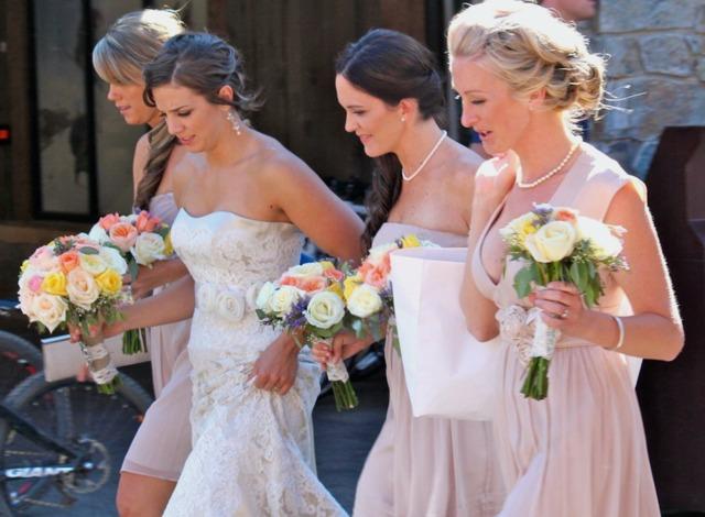Fleurs express au jardin pour mariage en été