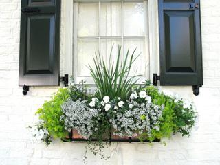 Accords de couleurs blanc et vert pour cette jardinière
