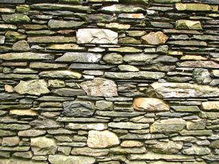 Mur en pierres sèches : pierres plates