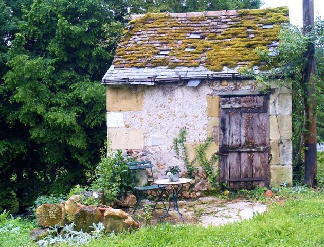 Cabane de jardin en pierre cabanes de jardin for Cabane de jardin igloo