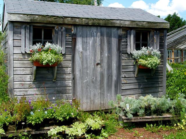 Cabane de jardin en bois patin cabanes de jardin for Cabane de jardin que choisir