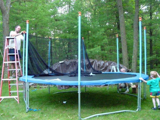 trampoline le jeu pr f r des enfants. Black Bedroom Furniture Sets. Home Design Ideas