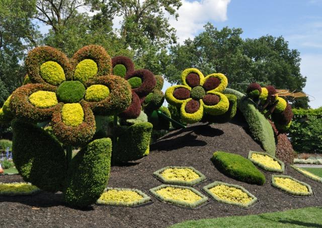 Scène naïve en mosaïculture 3D (Mosaïculture et sculptures végétales)