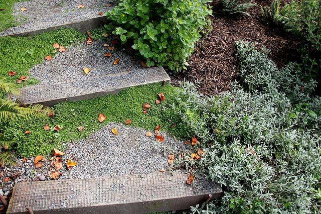 Créer un escalier au jardin : matériau, hauteur et profondeur des ...