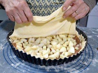 Recouvrement avec la pâte / I.G.