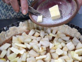 Ajout des cubes de fruits et du beurre / I.G.