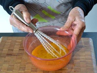 Battre les oeufs avec sucre et muscade / I.G.