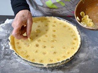 Décoration de la tarte avec les bananes / I.G.