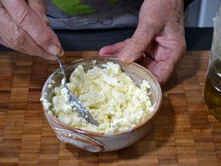 Préparation du mélange au fromage frais / I.G.
