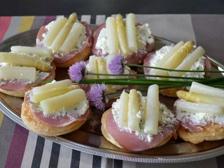 Gourmandises aux asperges / I.G.