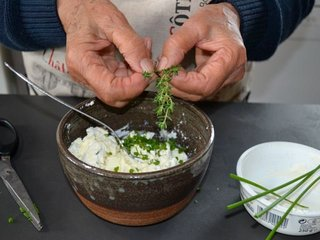 Préparation du mélange fromagé / I.G.