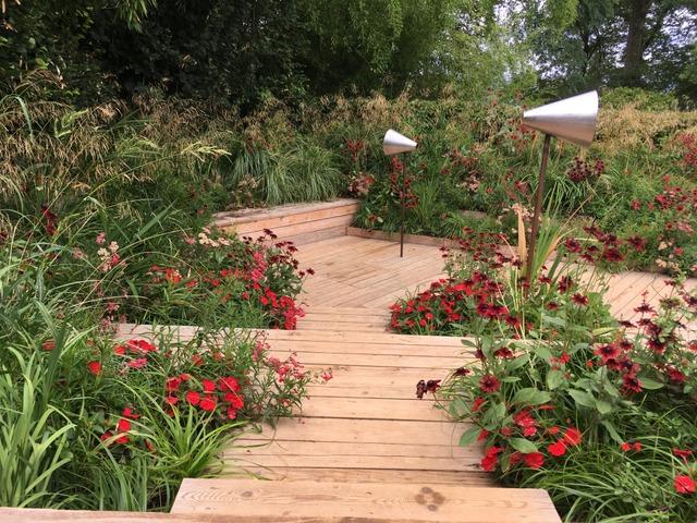 Graminées blondes et floraisons rouges (Festival des Jardins de Chaumont-sur-Loire 2017)