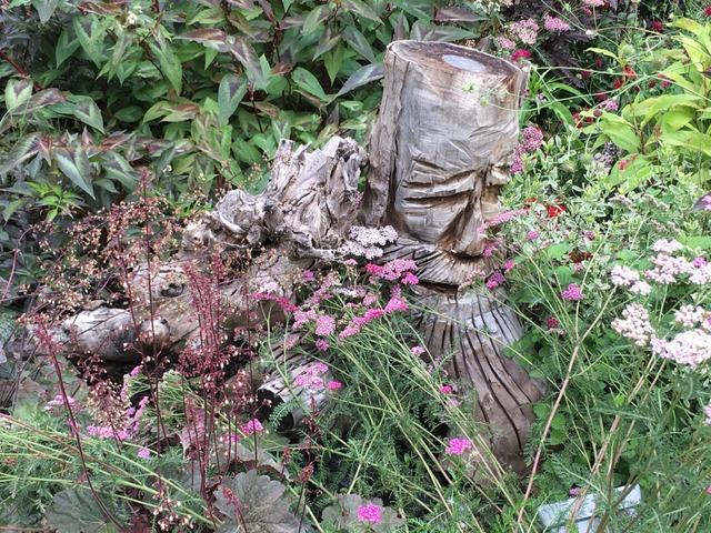 Idée pour valoriser une vieille souche (Festival des Jardins de Chaumont-sur-Loire 2017)