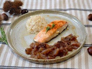 Dos de saumon doré au poivre, romarin et marrons
