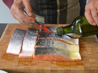 Badigeonnage de la peau des saumons / I.G.