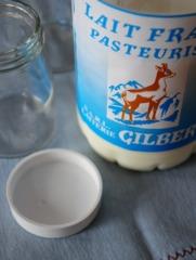 Lait frais de chèvre pasteurisé pour yaourt