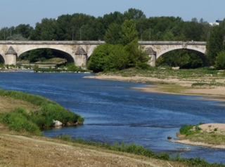 La Loire à Orléans, en période de sécheresse (étiage)