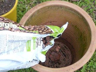 Drainage du pot avec des billes d'argile