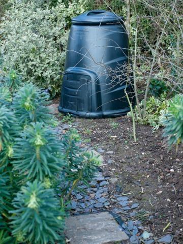 Des idées pour dissimuler le tas de compost