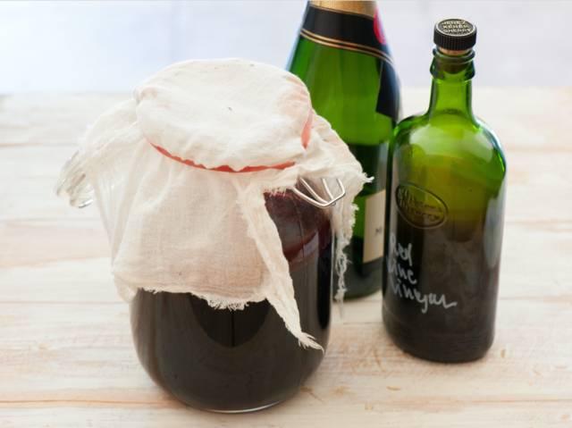 Préparer des huiles et des vinaigres aromatisés