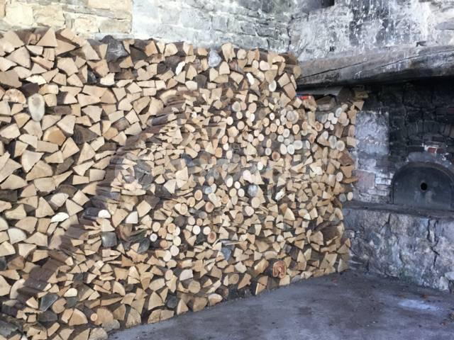 Où stocker le bois de chauffage pour qu'il sèche bien ?